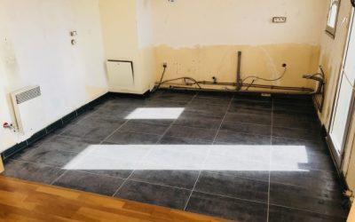 Pose de carrelage dans une cuisine à Ailly sur Noye 80250
